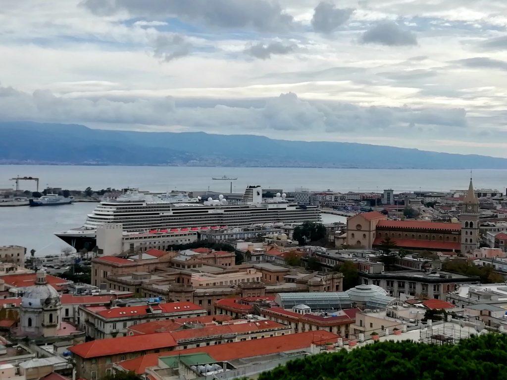 Zicht op de Nieuw Statendam in Messina